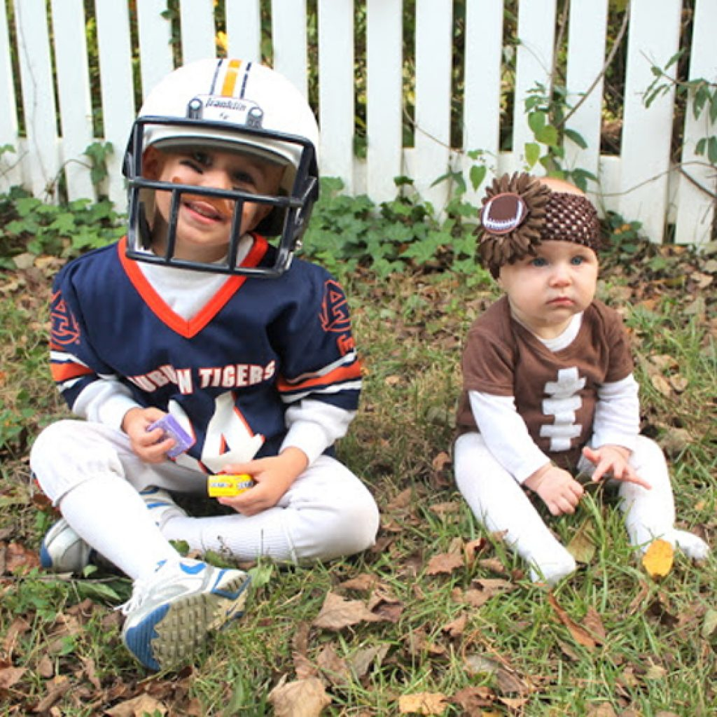 http://www.paulakathlyn.com/2012/11/halloween-costumes-and-pumpkin-patch.html